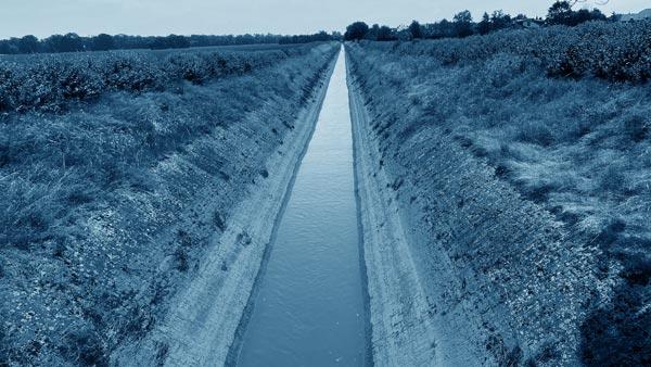 Kanal bei der Städtischen Kläranlage Pullheim
