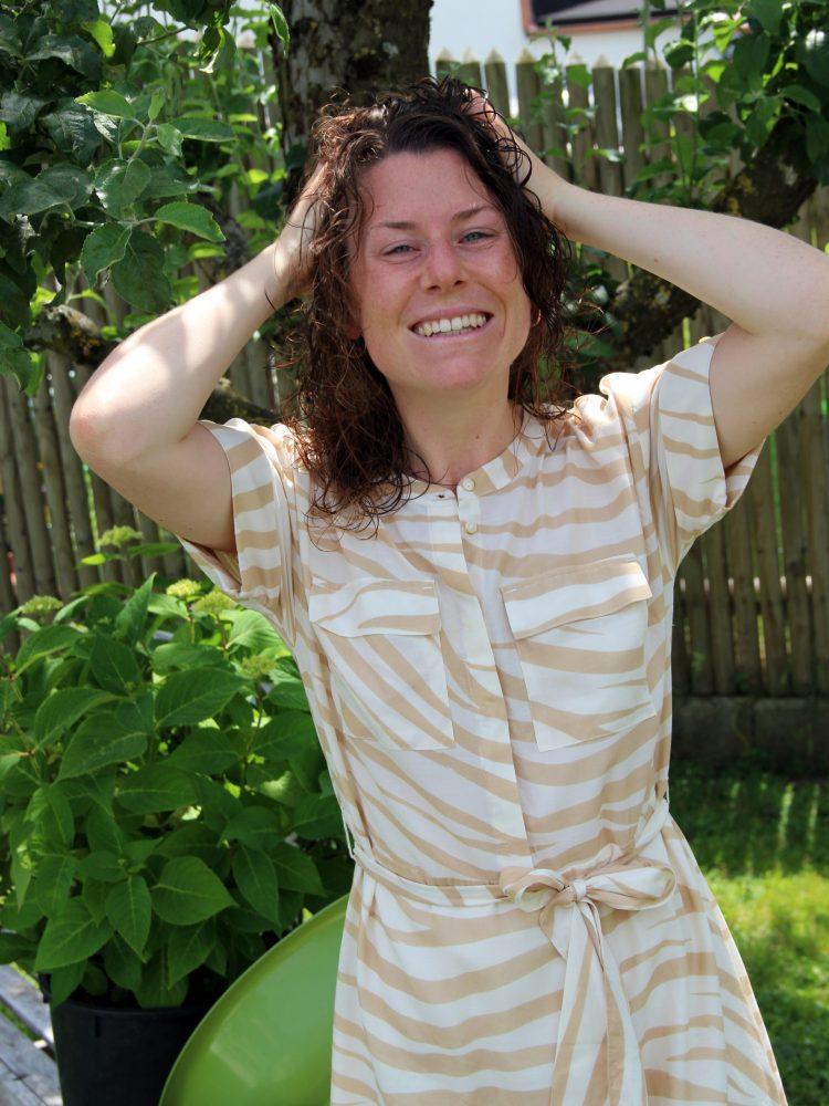 Porträtfoto: Karin Pill mit nassen Haaren